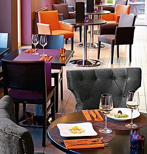 gastro einrichtung gastro mbel einrichtung gastronomie with gastro einrichtung caf capitol. Black Bedroom Furniture Sets. Home Design Ideas